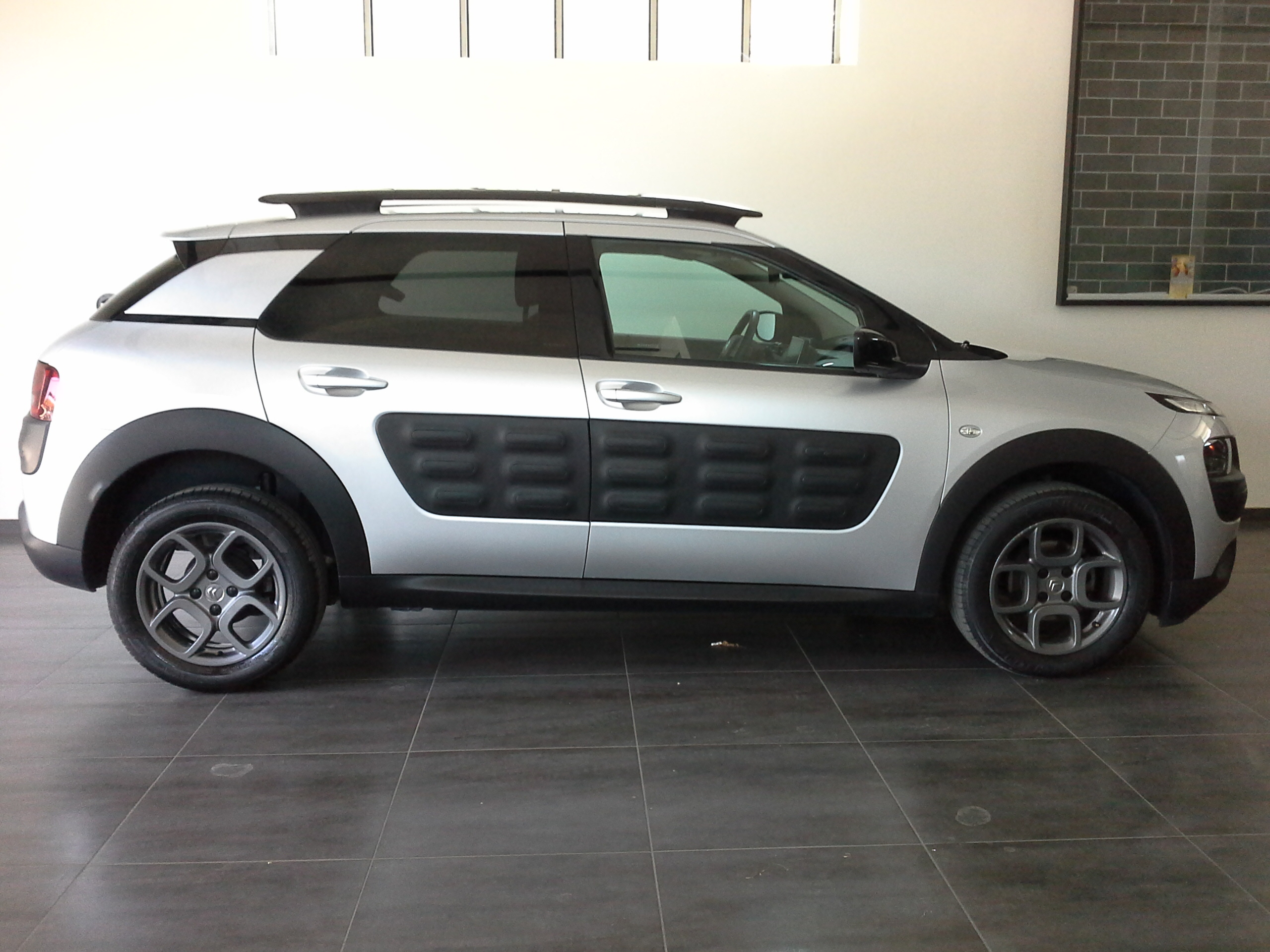 citroen c4 cactus shine hdi 73kw 100cv d d garage. Black Bedroom Furniture Sets. Home Design Ideas